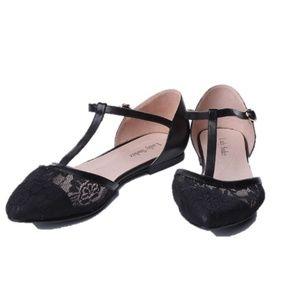 Shoes - Women's black lace flats
